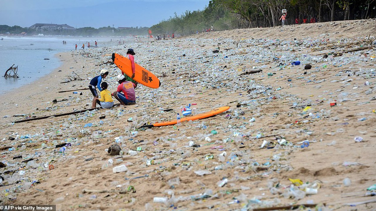 пластиковые завалы на Бали